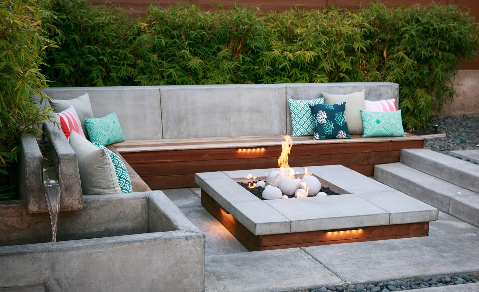 outdoor fire pit with hardscape and built in couch